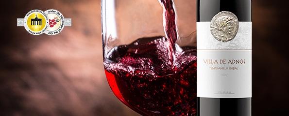 Gulle goudbekroonde wijn